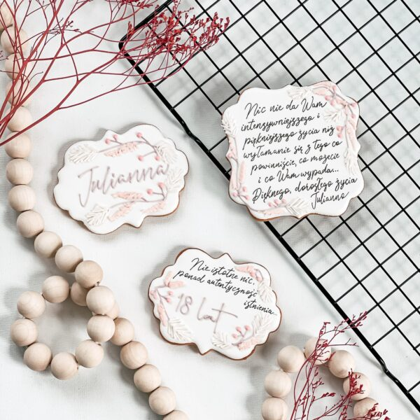kartka z życzeniami, ciasteczkowy prezent, kwiaty, boho
